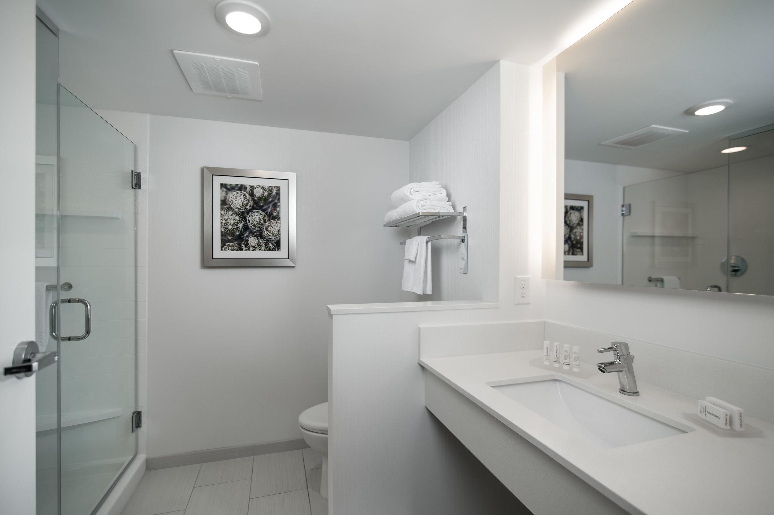027-003-2002-FairfieldInn-Bathroom-403.jpg