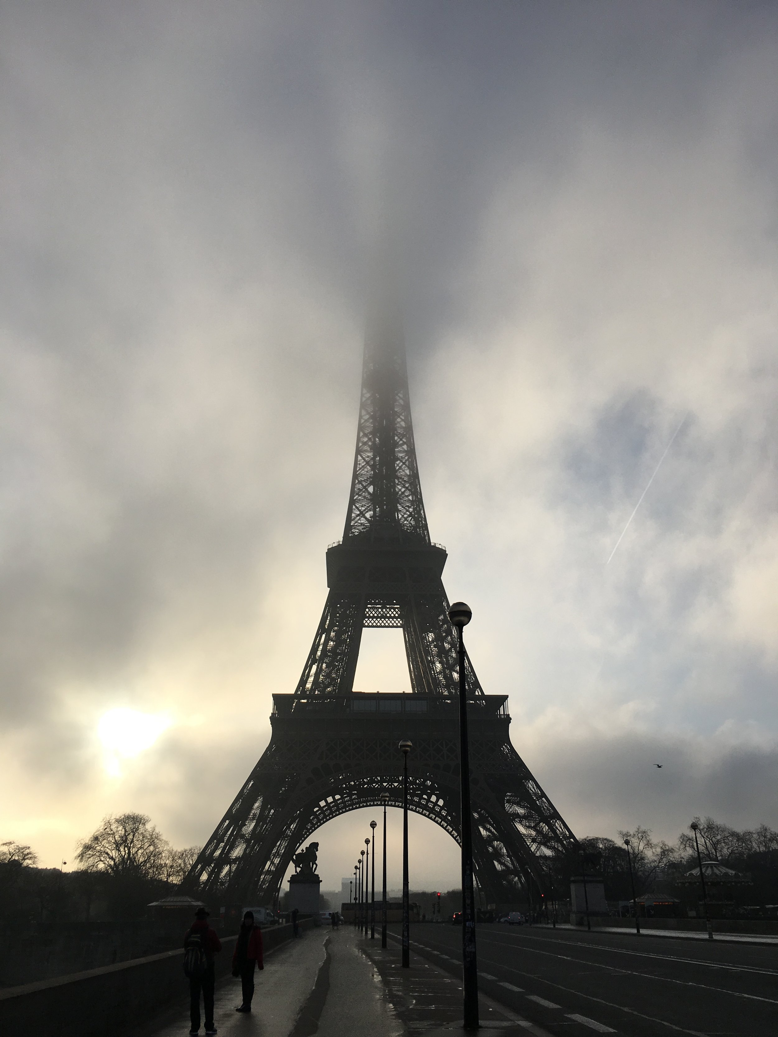 Paris_Eiffel Tower with fog.JPG