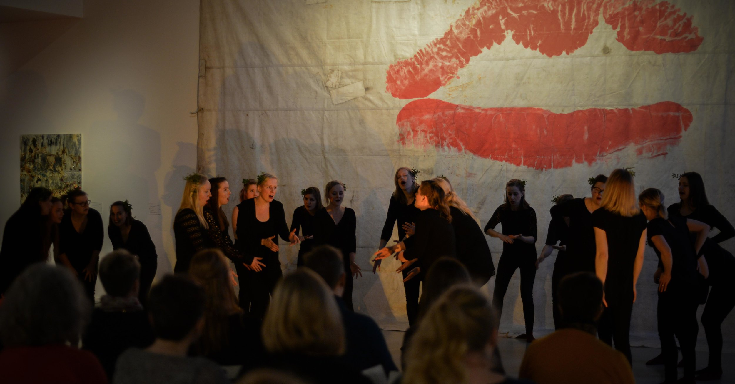 Eevan ohjaaman improvisaatioteoksen ensiesitys oli Vantaan taidemuseossa Artsissa joulukuussa.