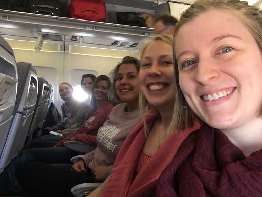 Innokkaita tyttäriä Kööpenhaminan-lennolla. Kuva: Tanja Samulin