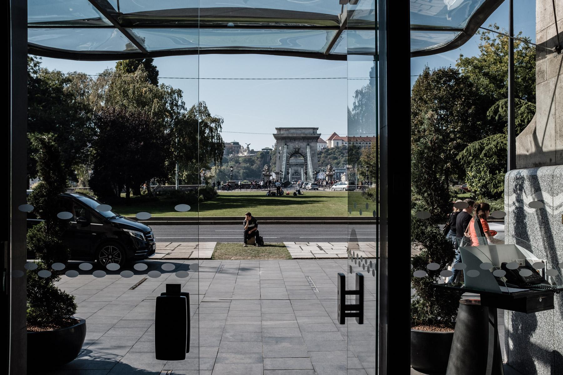 MartinLiebl_Kein_Hochzeitsfotograf_No_Wedding_Photographer_Budapest_Gresham_Palace_002.jpg