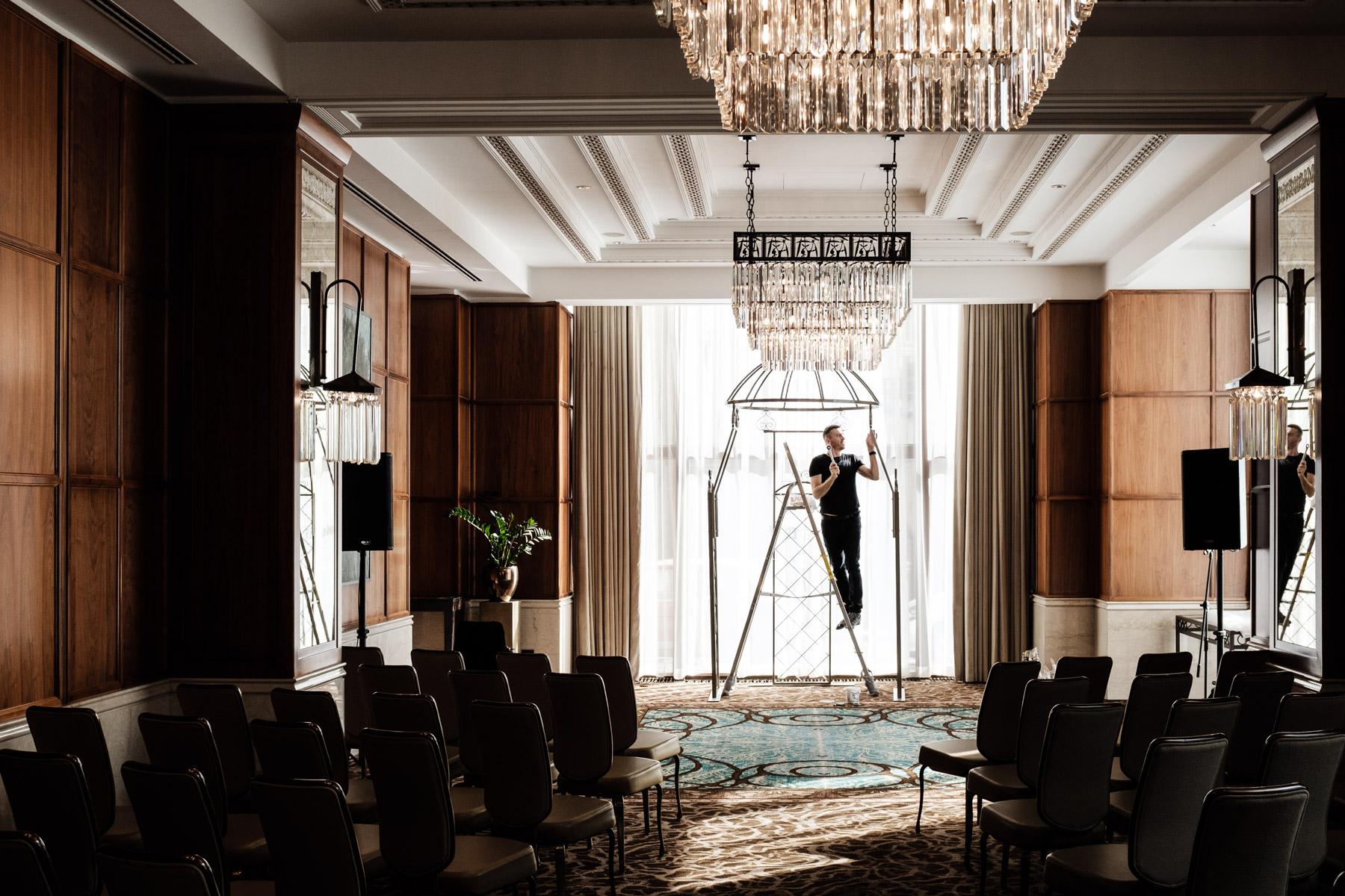 MartinLiebl_Kein_Hochzeitsfotograf_No_Wedding_Photographer_Budapest_Gresham_Palace_004.jpg