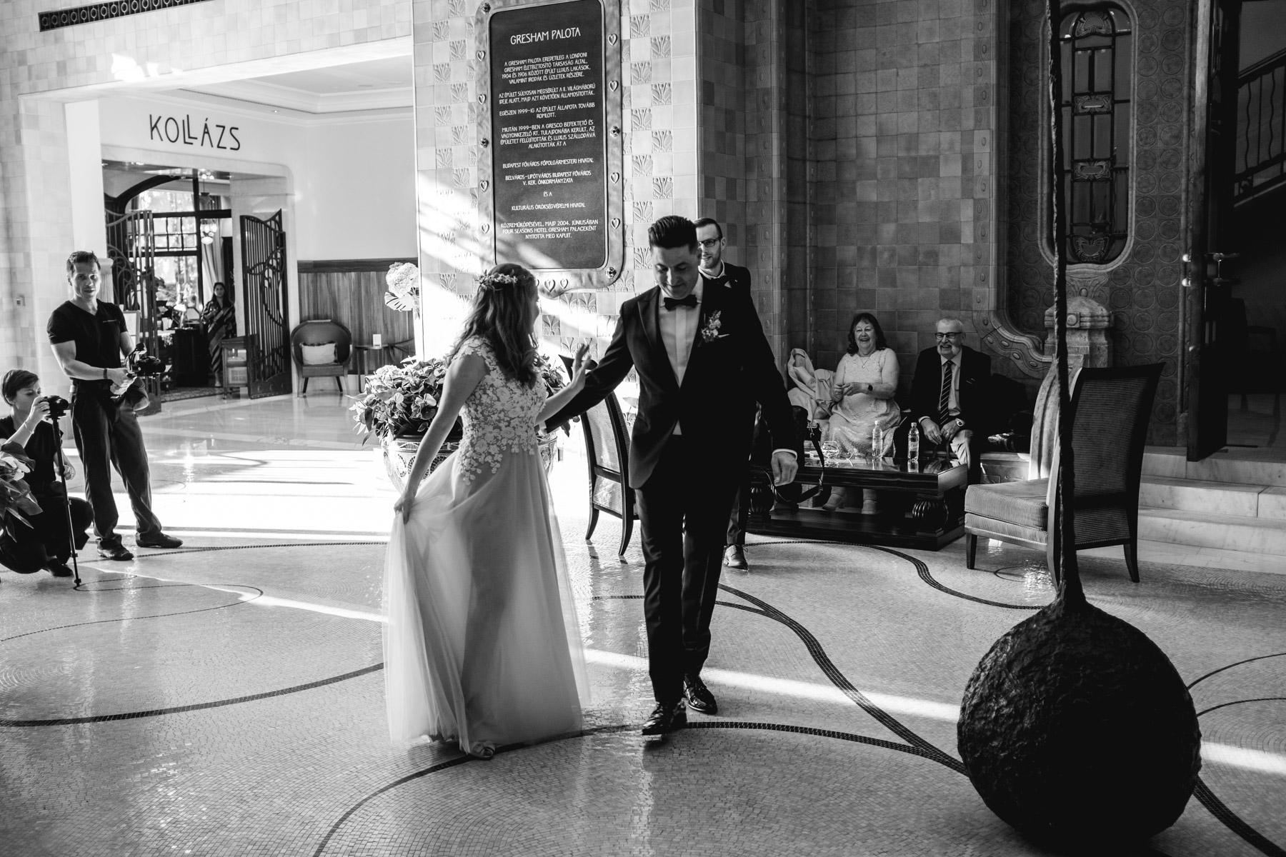 MartinLiebl_Kein_Hochzeitsfotograf_No_Wedding_Photographer_Budapest_Gresham_Palace_023.jpg