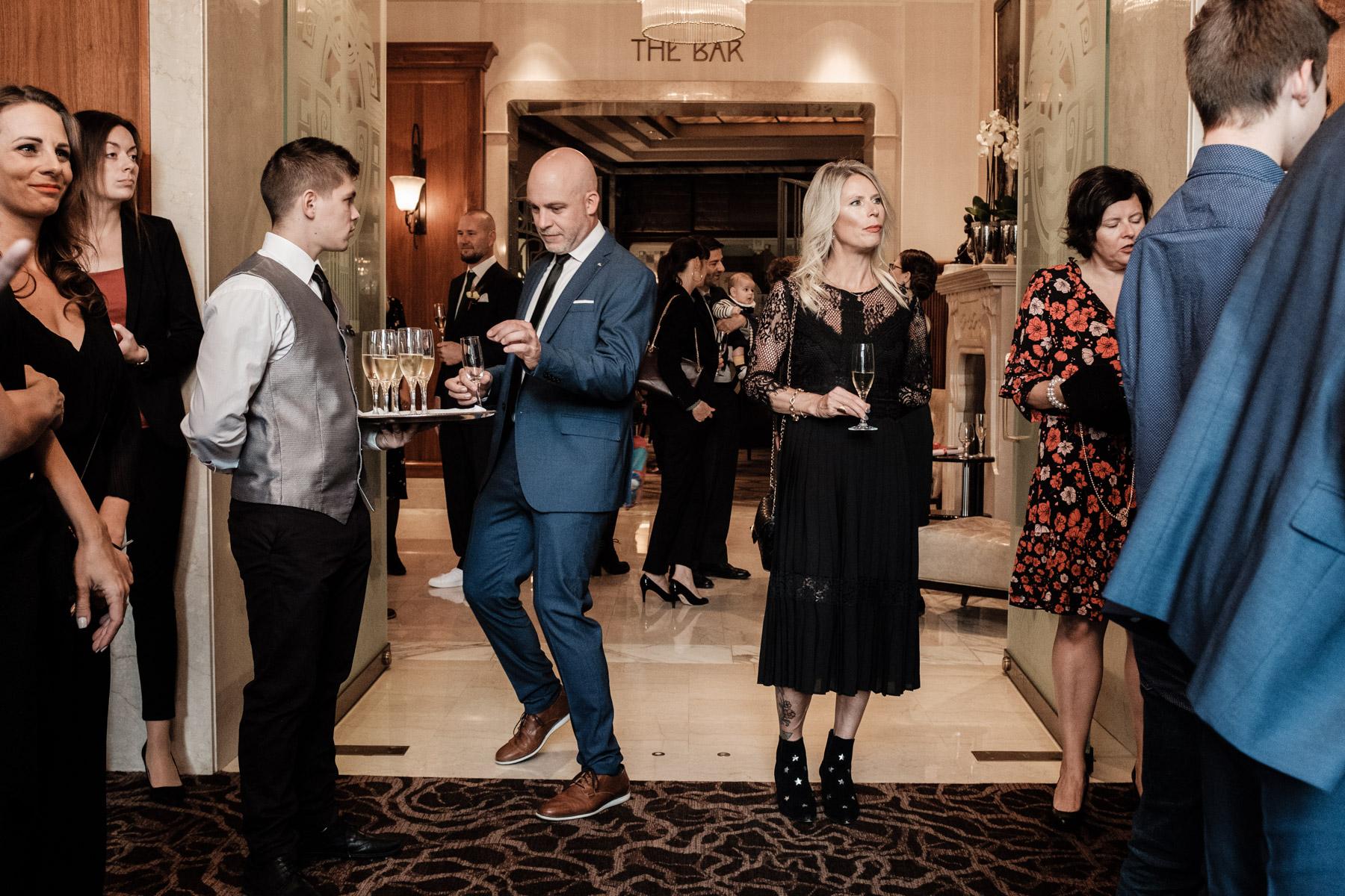 MartinLiebl_Kein_Hochzeitsfotograf_No_Wedding_Photographer_Budapest_Gresham_Palace_029.jpg