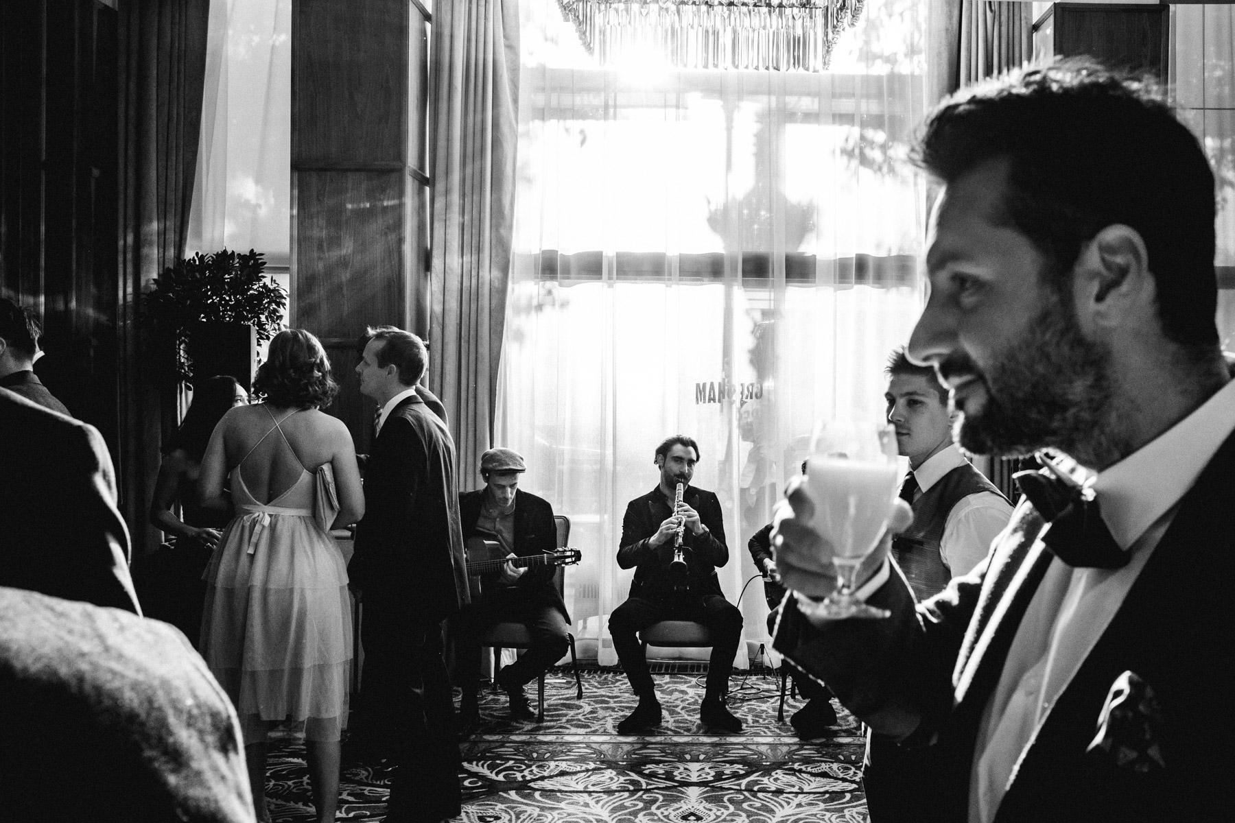MartinLiebl_Kein_Hochzeitsfotograf_No_Wedding_Photographer_Budapest_Gresham_Palace_028.jpg