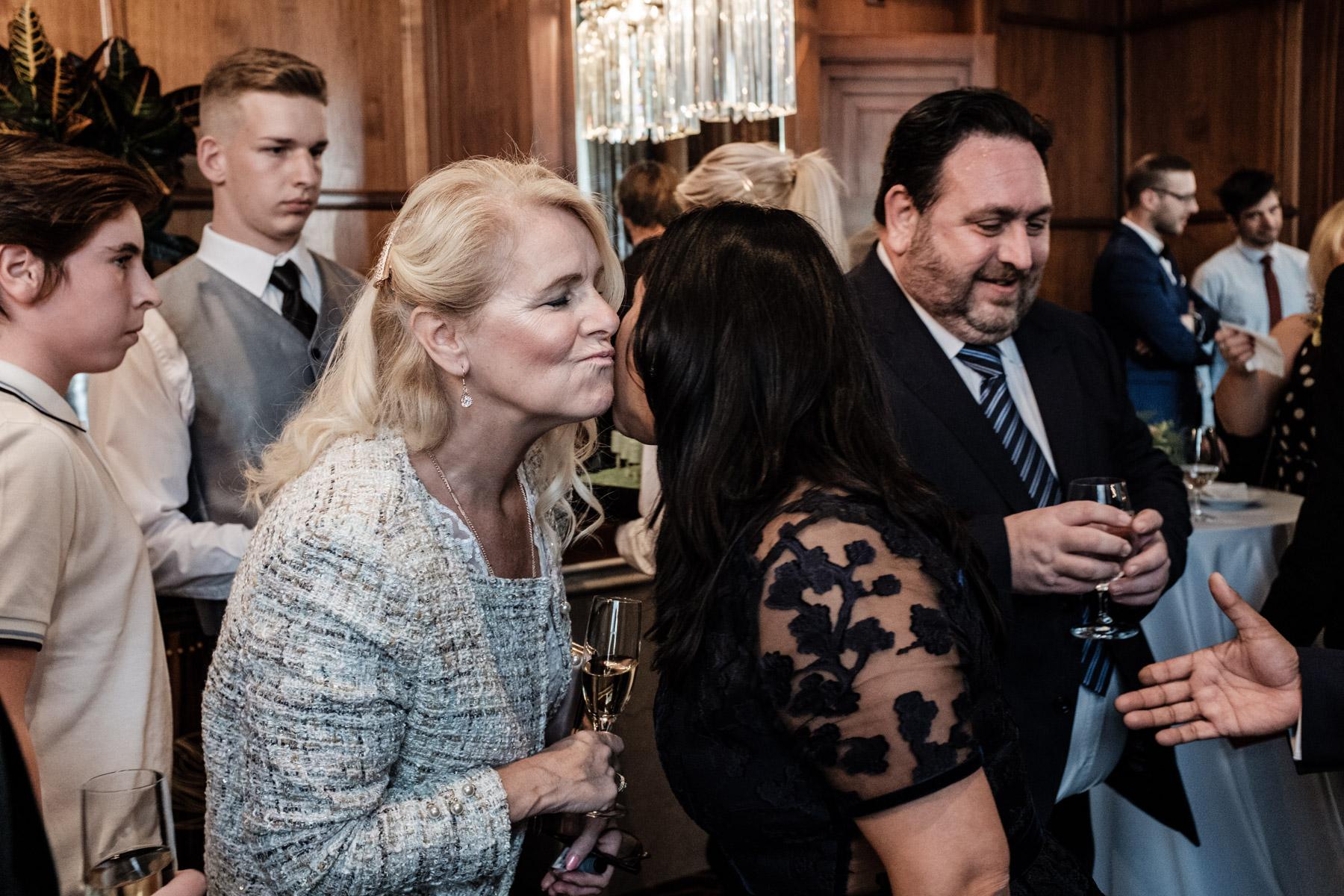 MartinLiebl_Kein_Hochzeitsfotograf_No_Wedding_Photographer_Budapest_Gresham_Palace_030.jpg