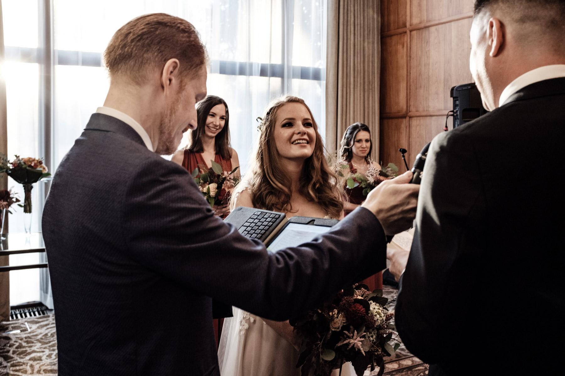 MartinLiebl_Kein_Hochzeitsfotograf_No_Wedding_Photographer_Budapest_Gresham_Palace_040.jpg