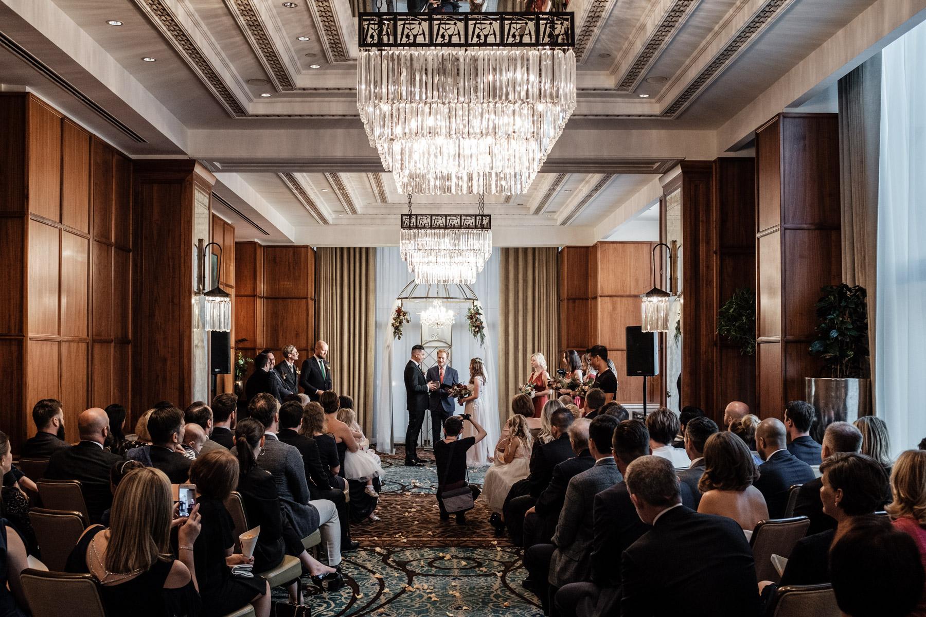 MartinLiebl_Kein_Hochzeitsfotograf_No_Wedding_Photographer_Budapest_Gresham_Palace_039.jpg