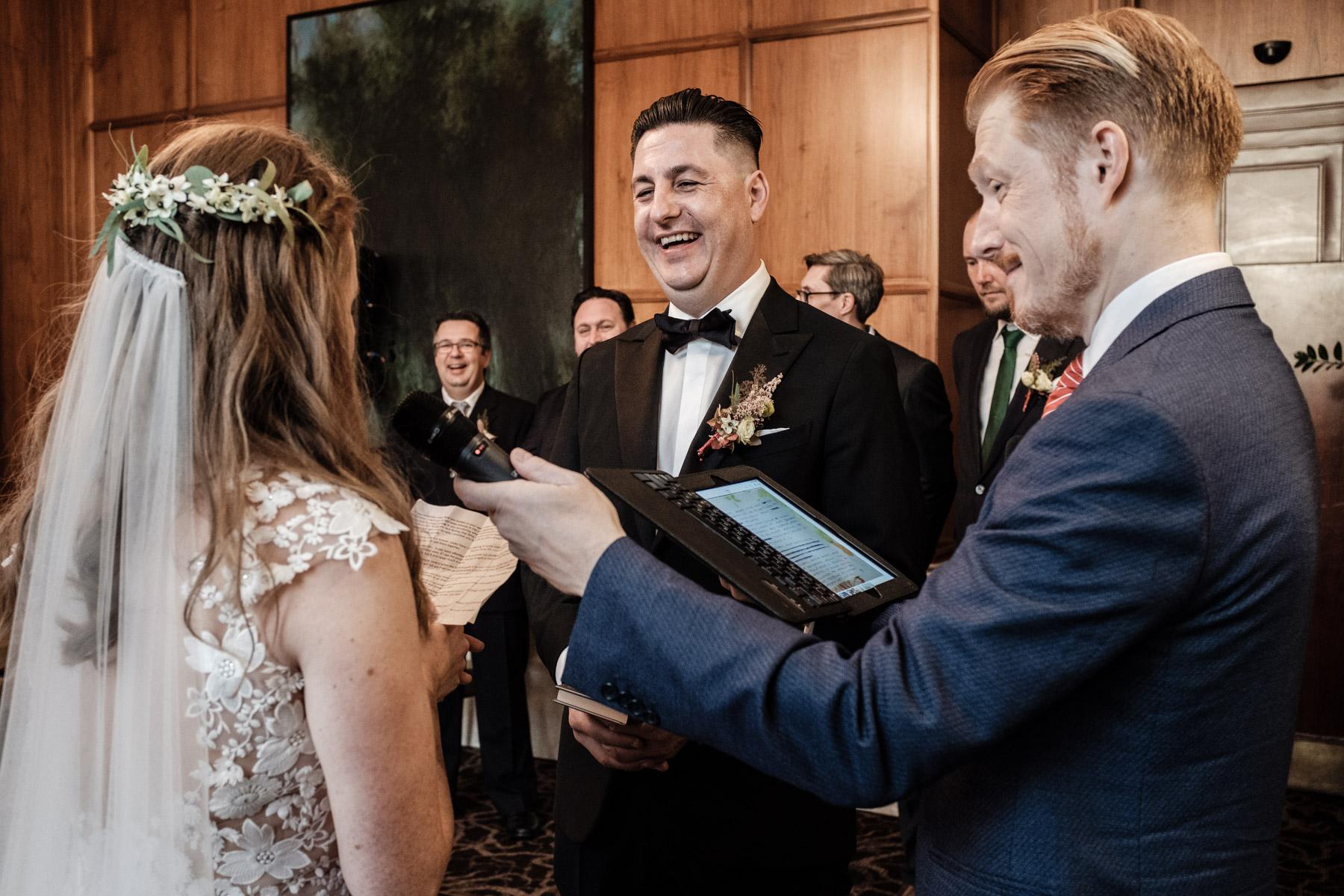 MartinLiebl_Kein_Hochzeitsfotograf_No_Wedding_Photographer_Budapest_Gresham_Palace_041.jpg
