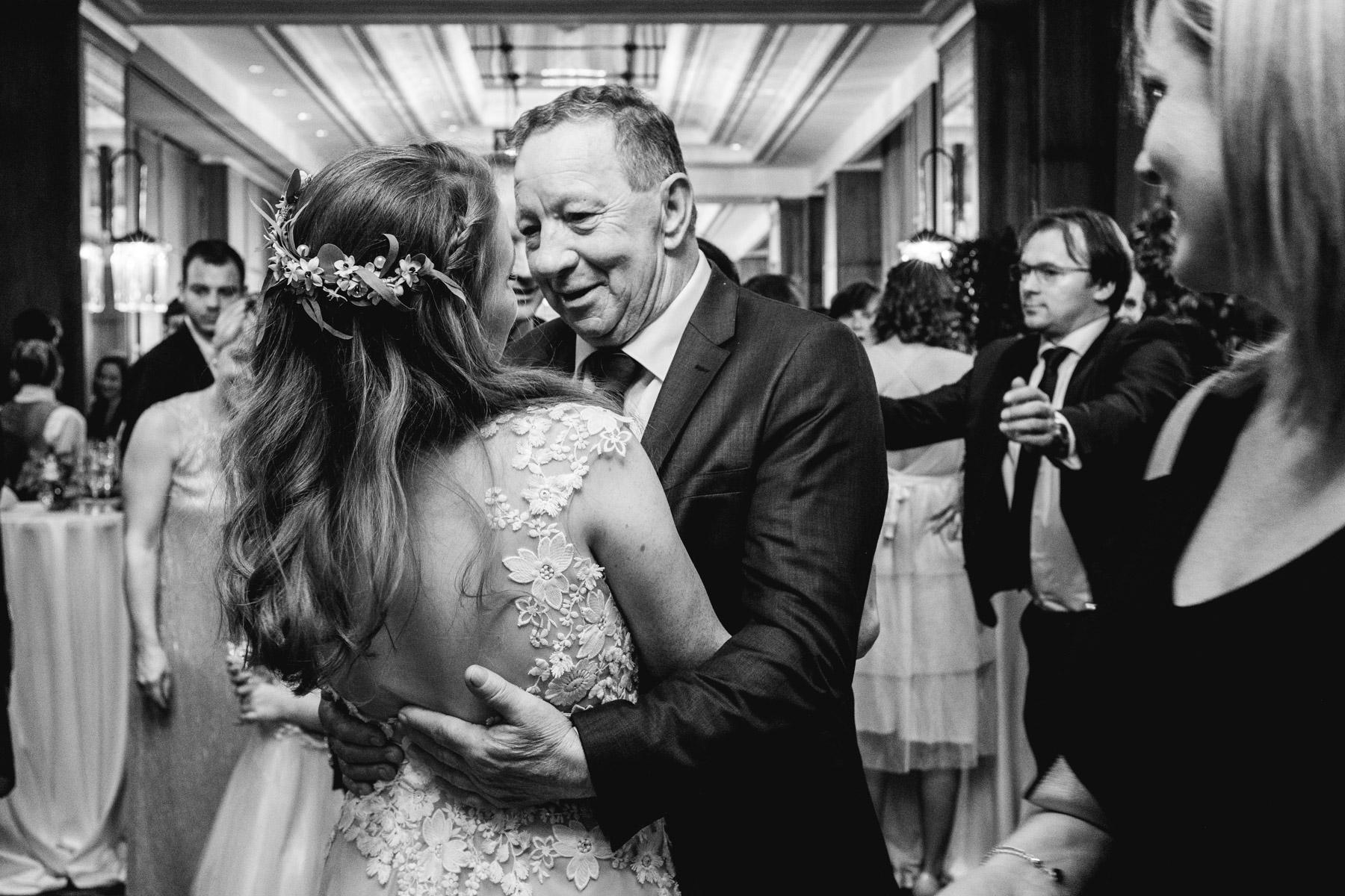 MartinLiebl_Kein_Hochzeitsfotograf_No_Wedding_Photographer_Budapest_Gresham_Palace_051.jpg