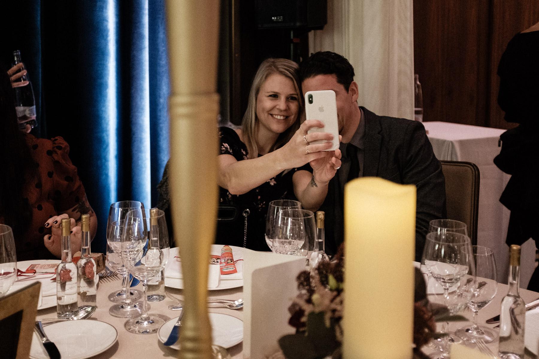 MartinLiebl_Kein_Hochzeitsfotograf_No_Wedding_Photographer_Budapest_Gresham_Palace_056.jpg