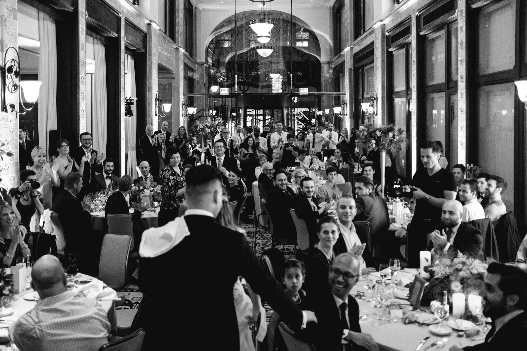 MartinLiebl_Kein_Hochzeitsfotograf_No_Wedding_Photographer_Budapest_Gresham_Palace_062.jpg