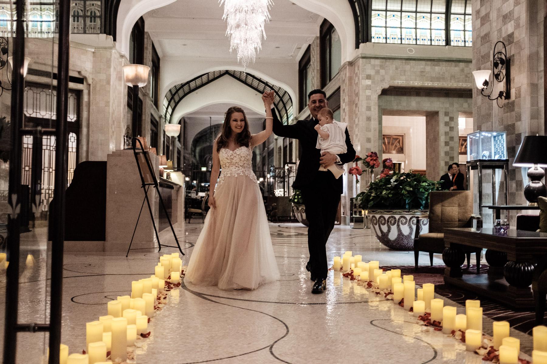MartinLiebl_Kein_Hochzeitsfotograf_No_Wedding_Photographer_Budapest_Gresham_Palace_061.jpg