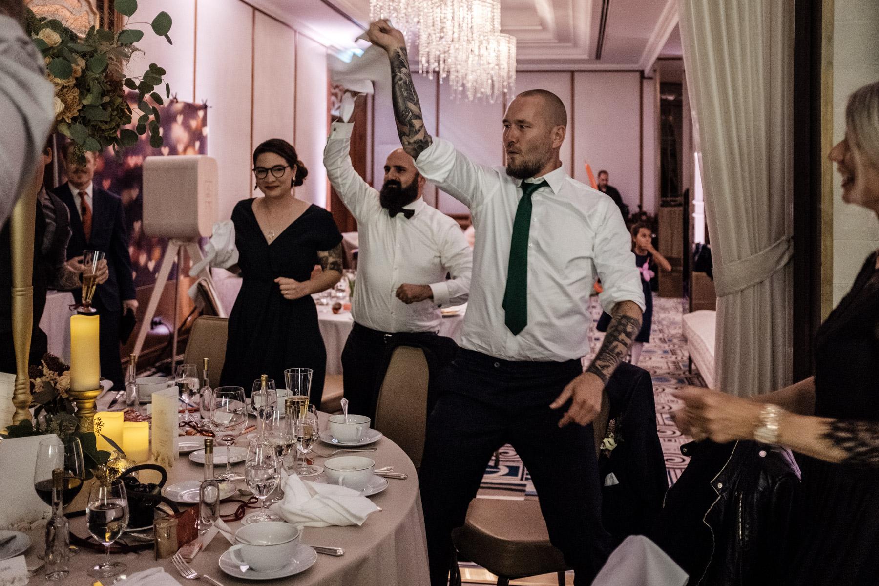 MartinLiebl_Kein_Hochzeitsfotograf_No_Wedding_Photographer_Budapest_Gresham_Palace_068.jpg