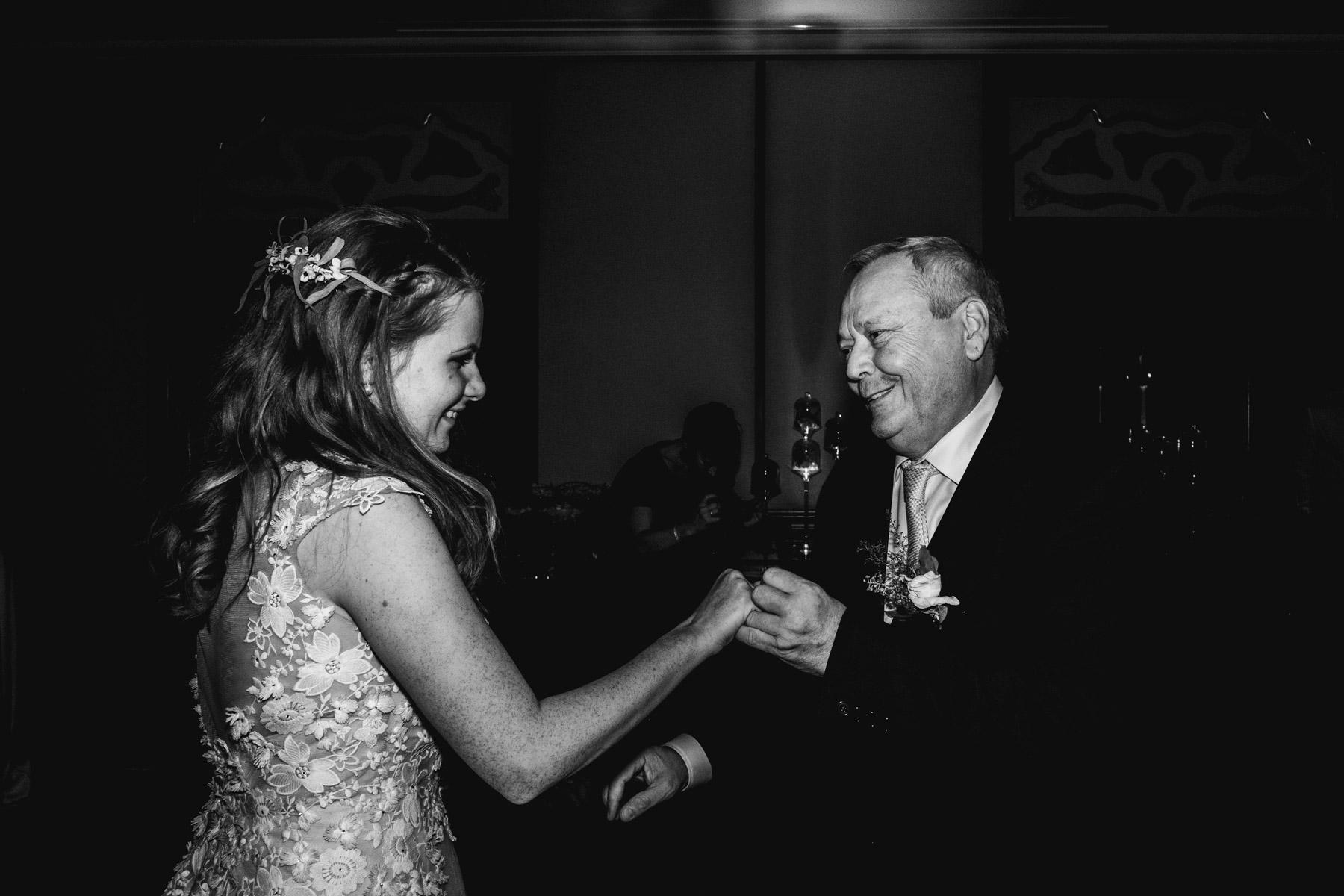 MartinLiebl_Kein_Hochzeitsfotograf_No_Wedding_Photographer_Budapest_Gresham_Palace_072.jpg