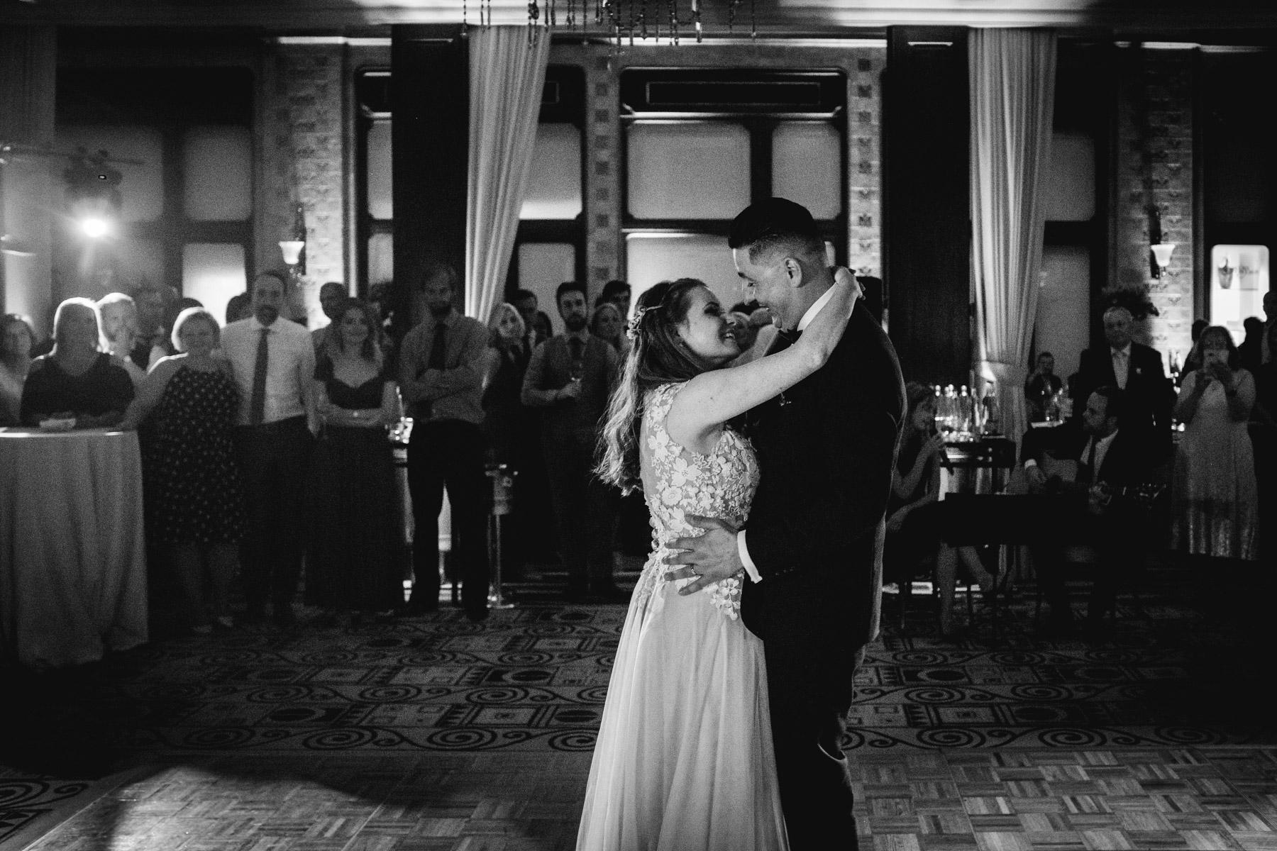 MartinLiebl_Kein_Hochzeitsfotograf_No_Wedding_Photographer_Budapest_Gresham_Palace_071.jpg