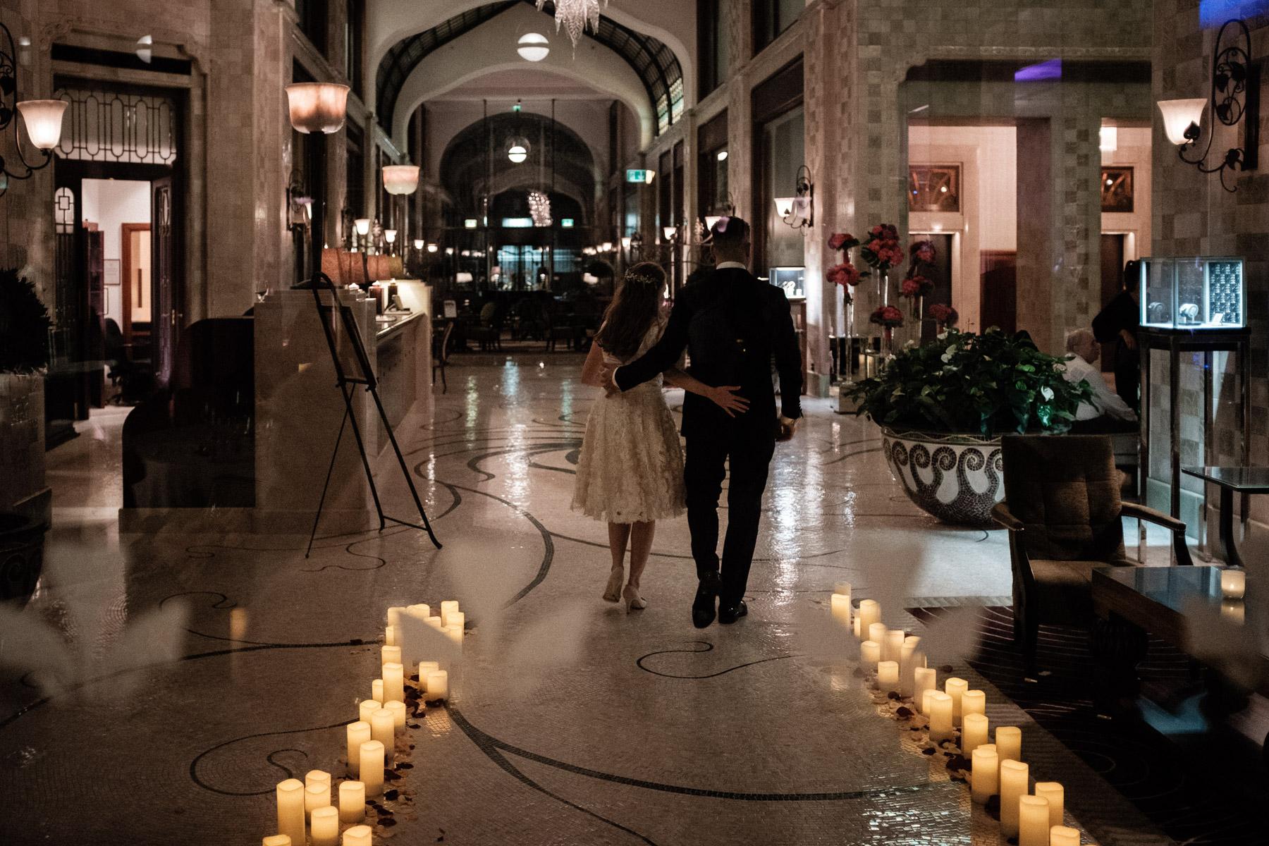 MartinLiebl_Kein_Hochzeitsfotograf_No_Wedding_Photographer_Budapest_Gresham_Palace_093.jpg