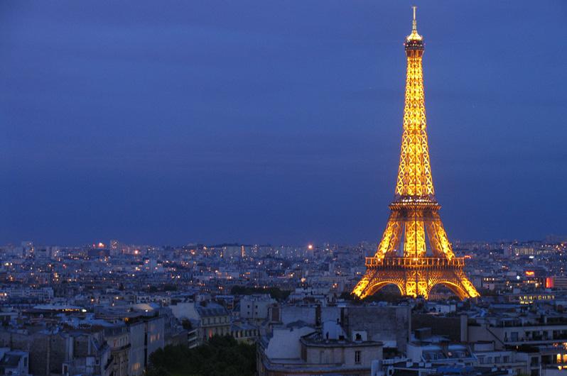 Tour Eiffel le soir.jpg