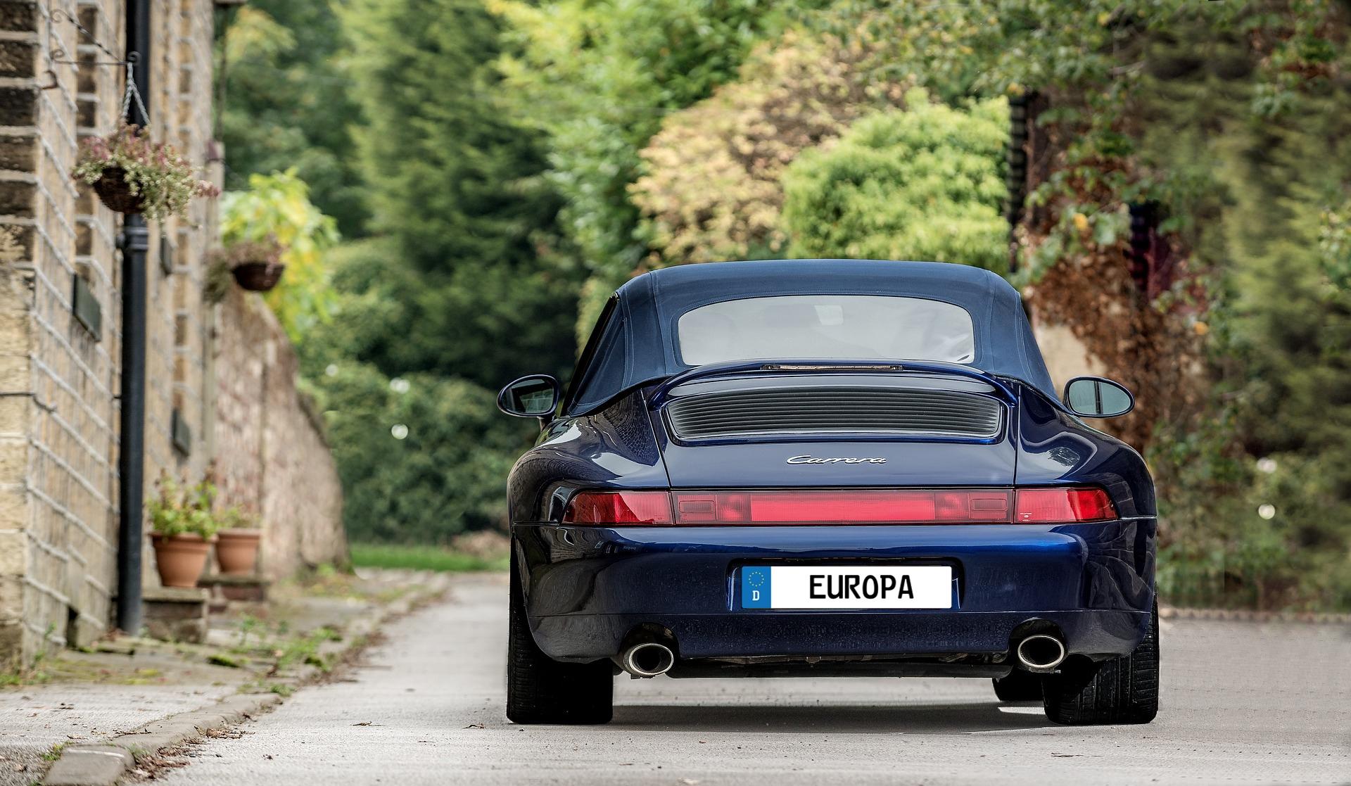 Blue Porsche Carrara