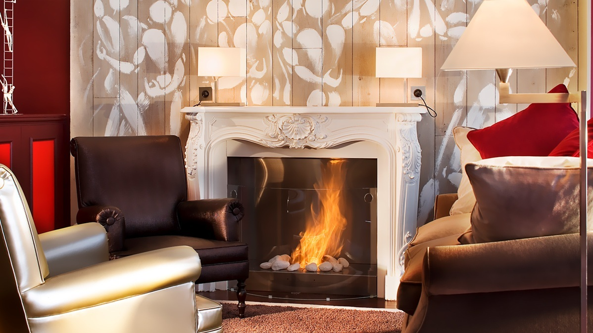Hotel Academies et des Arts - Seating by Fireplace