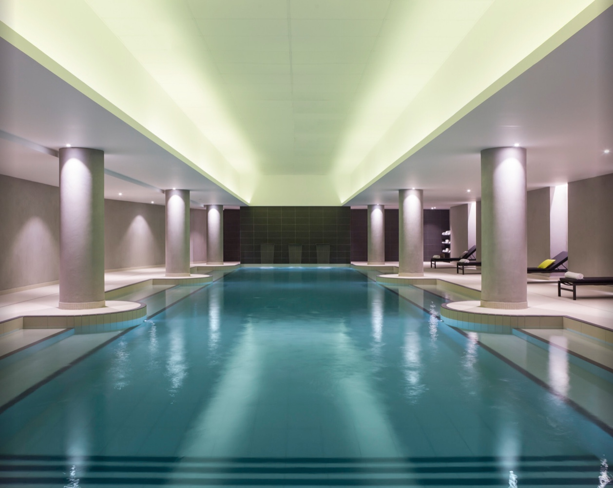 Swimming Pool - Hotel Pullman Paris at CDG