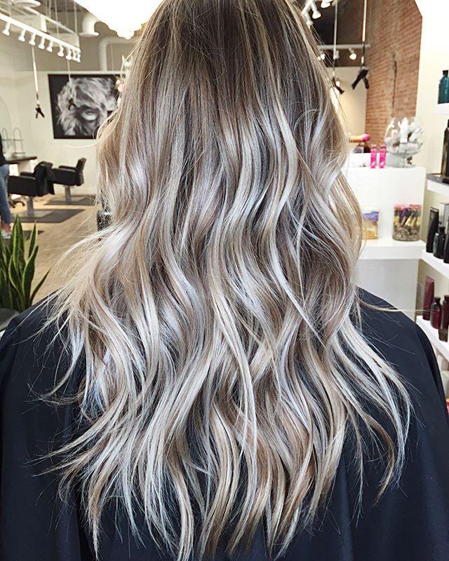 Y E S 👌🏼 Rooty blond balayage 👌🏼 . . . . #havensalonnorfolk #behindthechair_com #901academy #dimensionalblonde