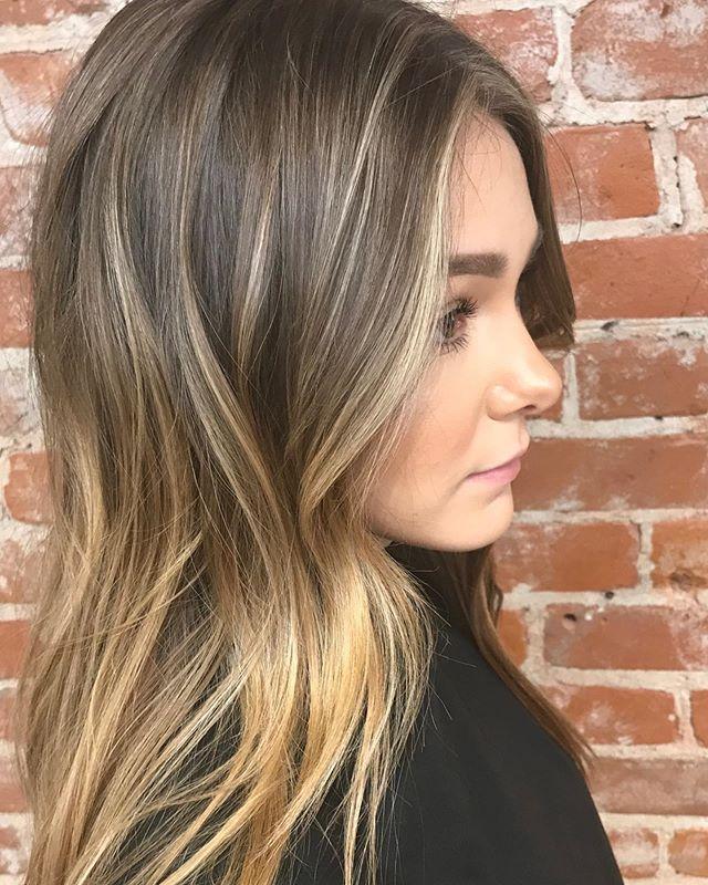 💥💥 Sprinkled blond and #moneypiecehighlights around her face for a brighter blended highlight 💥💥 #karaathaven #havensalonnorfolk