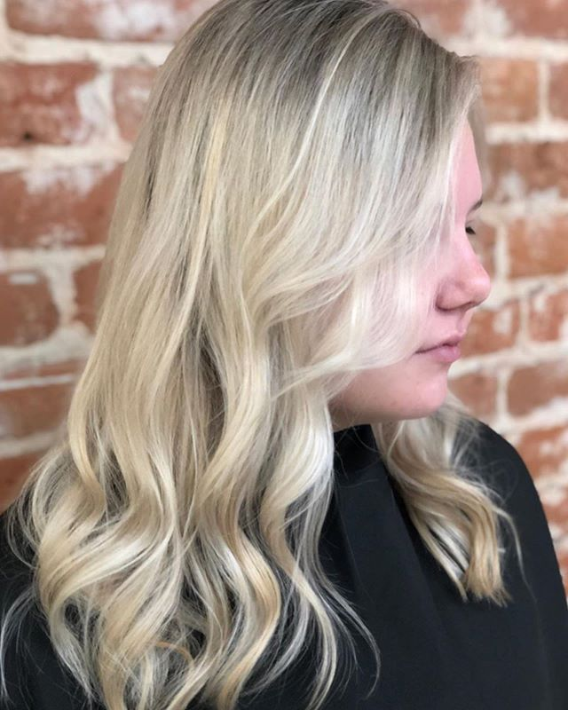 Fresh cut and color for SUMMER ☀️ #danaathaven #summerhair #blondehair #havensalonnorfolk