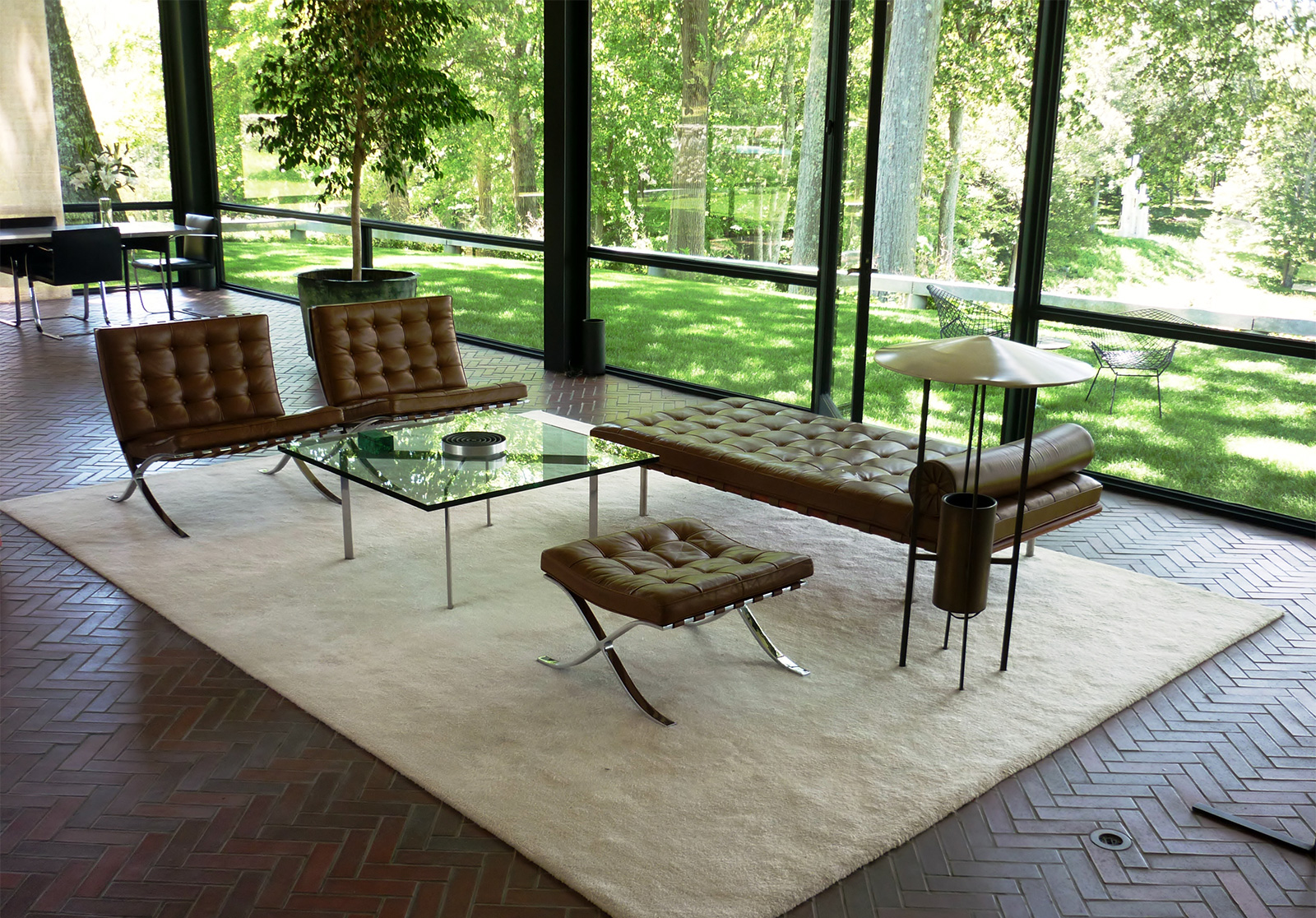 Smarten Up Johnson seating area mies daybed.jpg