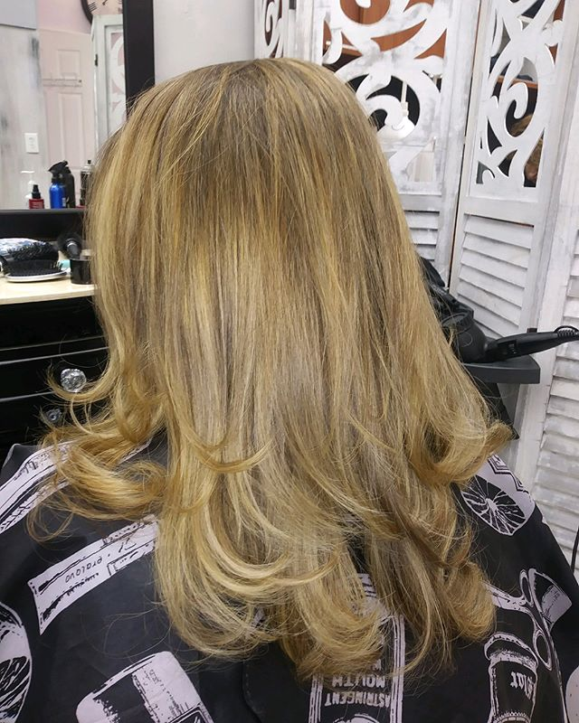 Beautiful Natural highlights done by Our newest stylist Dita, at our annadale location! 😍  walk ins welcome for all services ! Check us out in Valpak for coupons and We are now on Groupon !! Come in and let us make you leave feeling even more Beautiful❤️. #hairexpress #haironearth #lookgoodfeelgood #wellasalon  #statenislandsalon