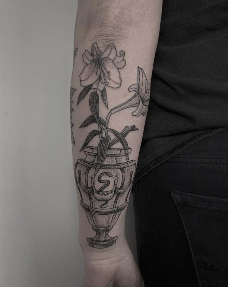 vase tattoo.png