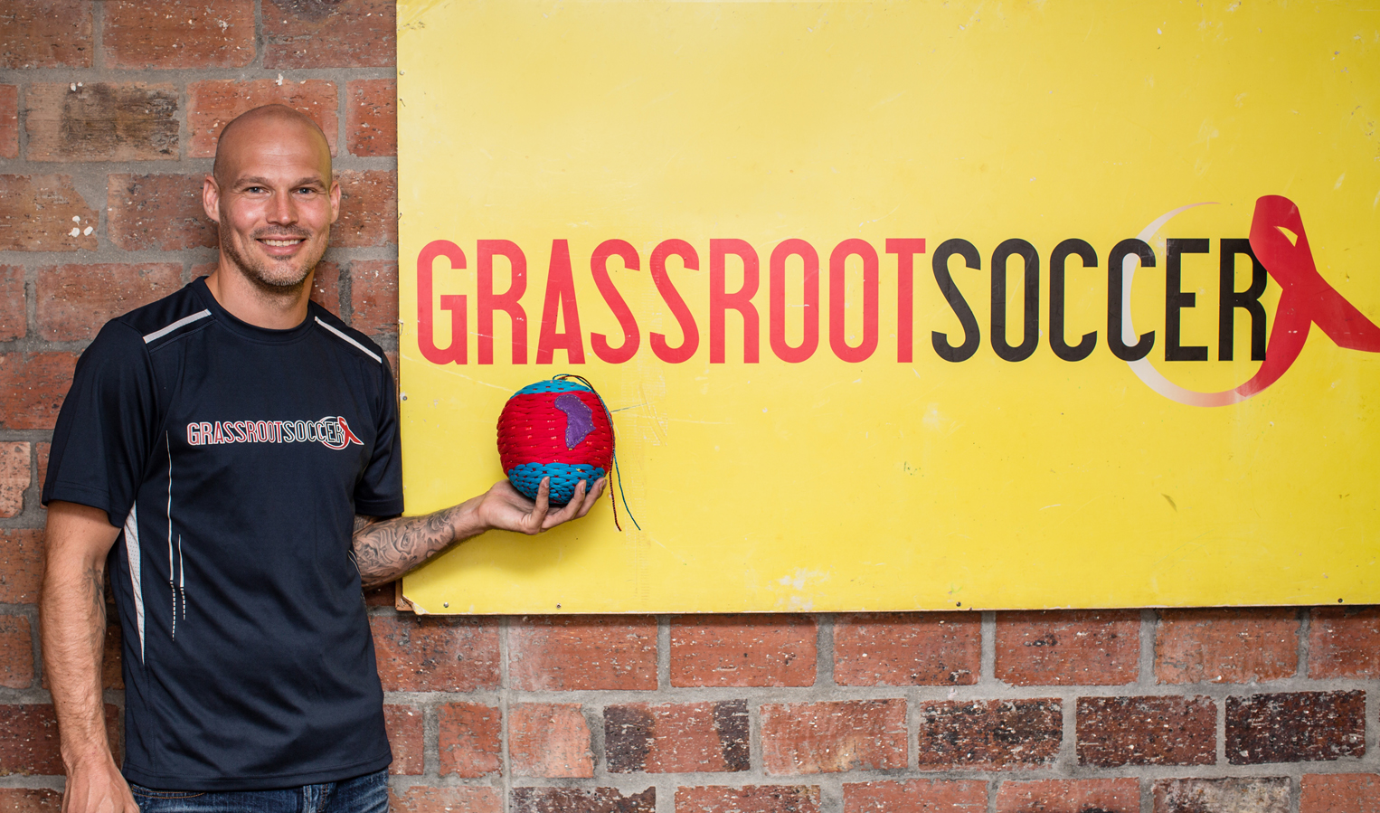 Freddie Ljungberg learns how to make Ragballs with the team