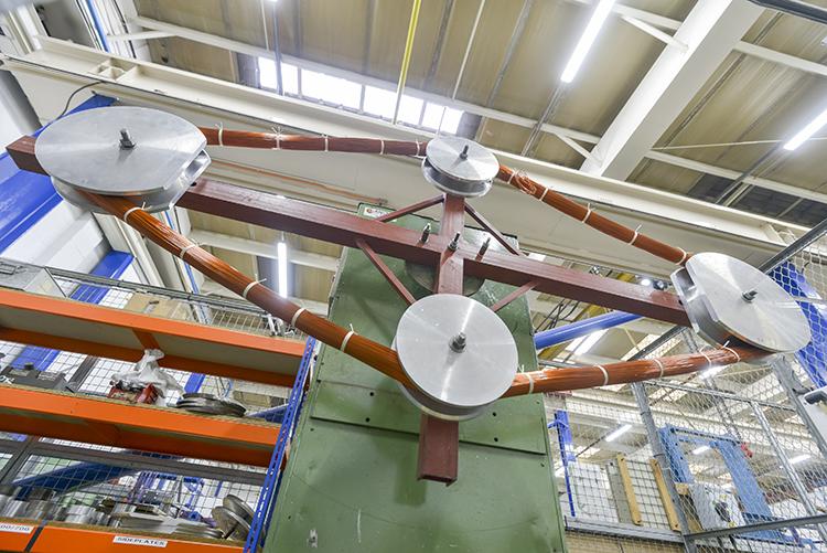 DN 2000 mm的线圈展示了成品的尺寸范围很广。我们在英国,中国和墨西哥(2017年底)都具备这样的生产能力。无论你在世界的任何地方,只要你需要定制的线圈在DN2mm到3000mm范围内,我们可以制造。