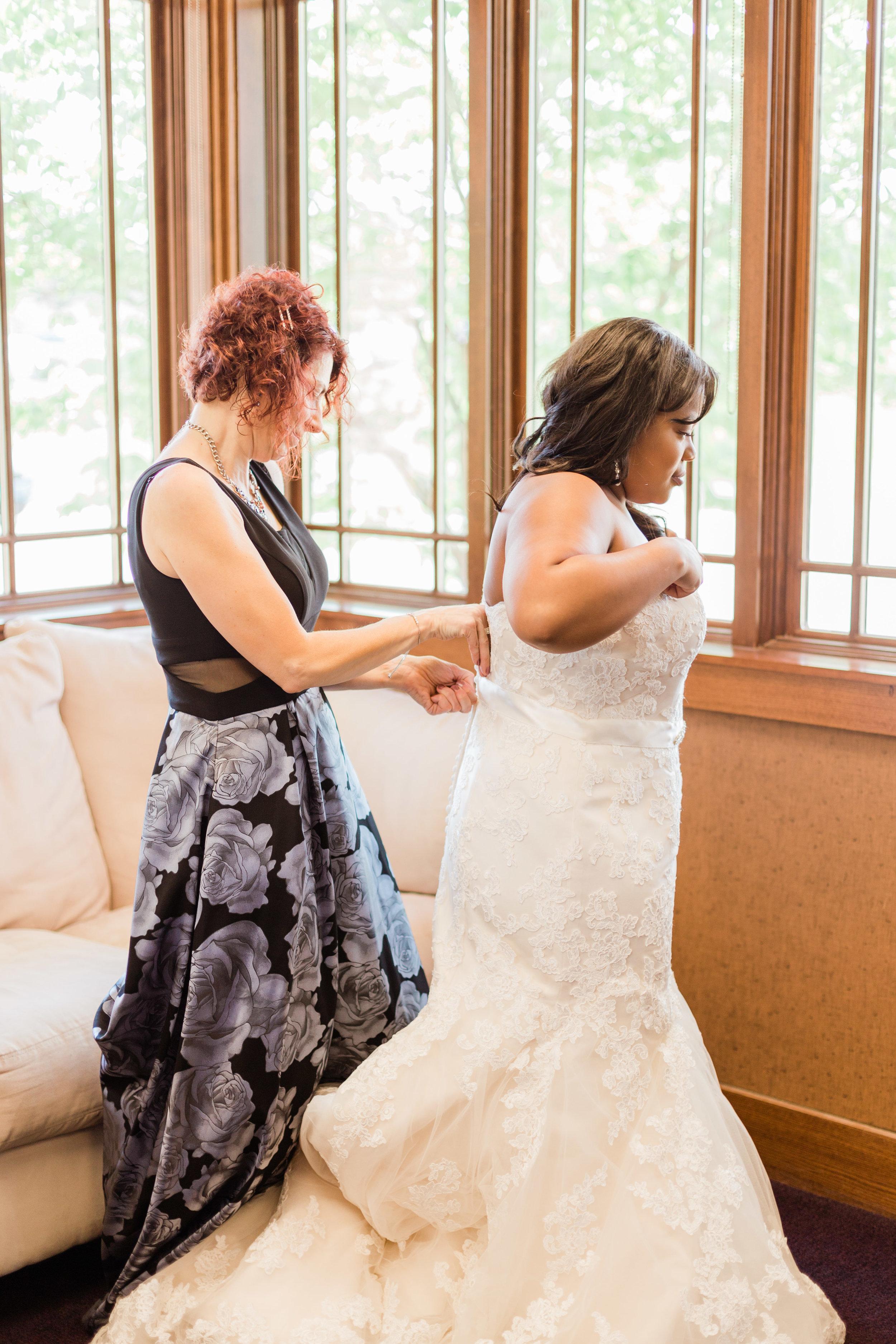Des Moines Iowa Wedding Photographer Taylored Company