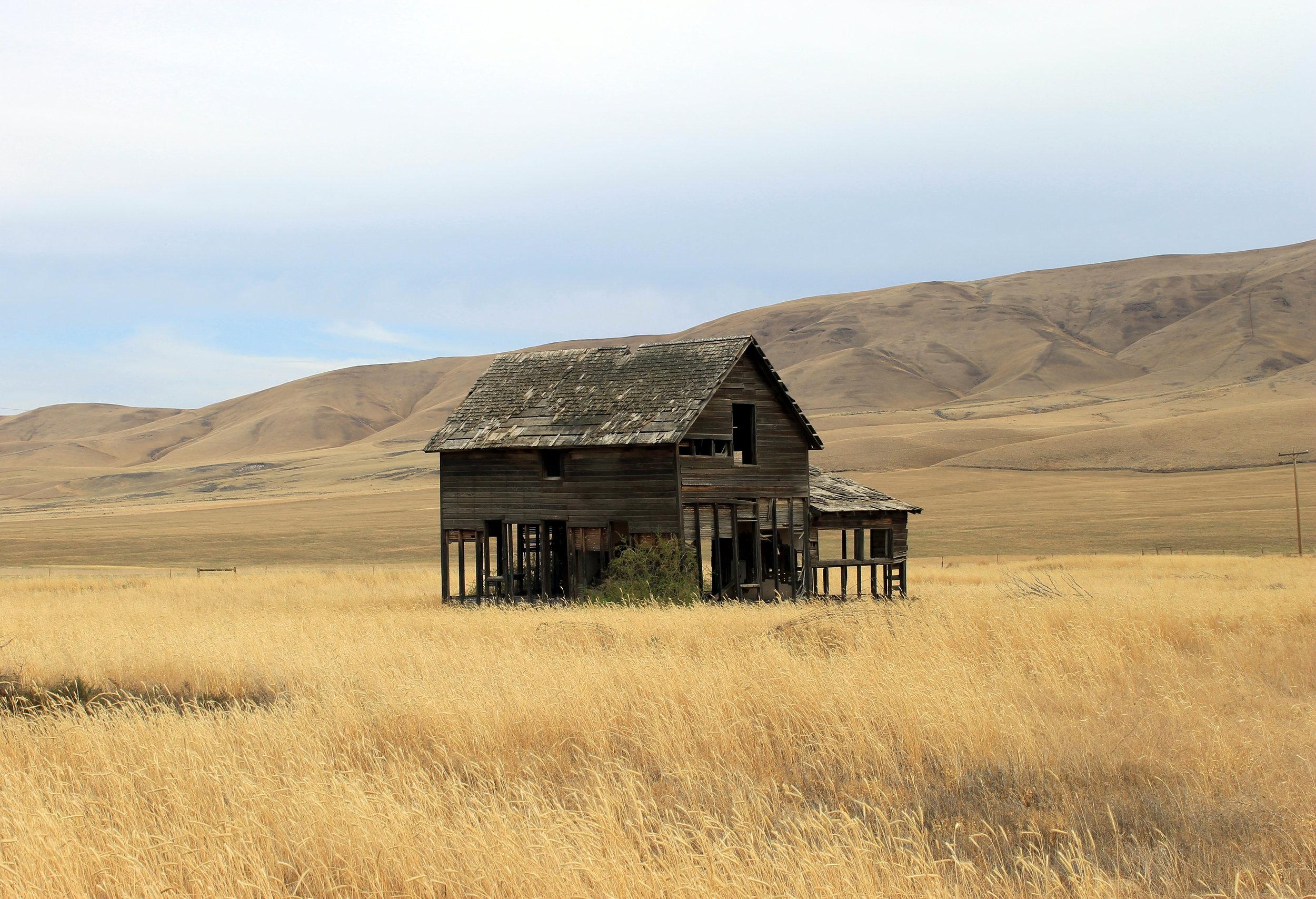 2014-07-27 abandoned farm house east of Moxee.jpg