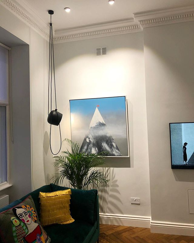 """Silver fade """"Easy"""" commission looking lovely in a collectors home. Alongside some other brilliant artists.. 🤠🙌📸 @ariellevy1 . . . . . . . . . . #painting #comission #canvas #artist #artcollector #interiordesign #interiordesigner #home #euanrobertsart #euanroberts #canvas"""