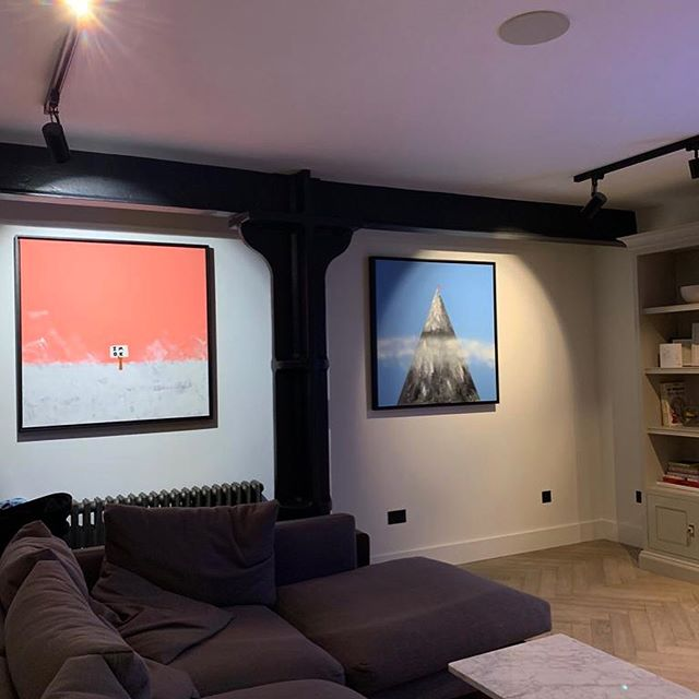 Two large commissioned canvases taking pride of place in a collectors home. Looking 😍 📸 @kamyarsam . . . . . . . . . . #painting #interiordesigner #homedecor #canvas #euanrobertsart #euanroberts #homedesign #artist #londonart #kunst #loveart #interiordesign