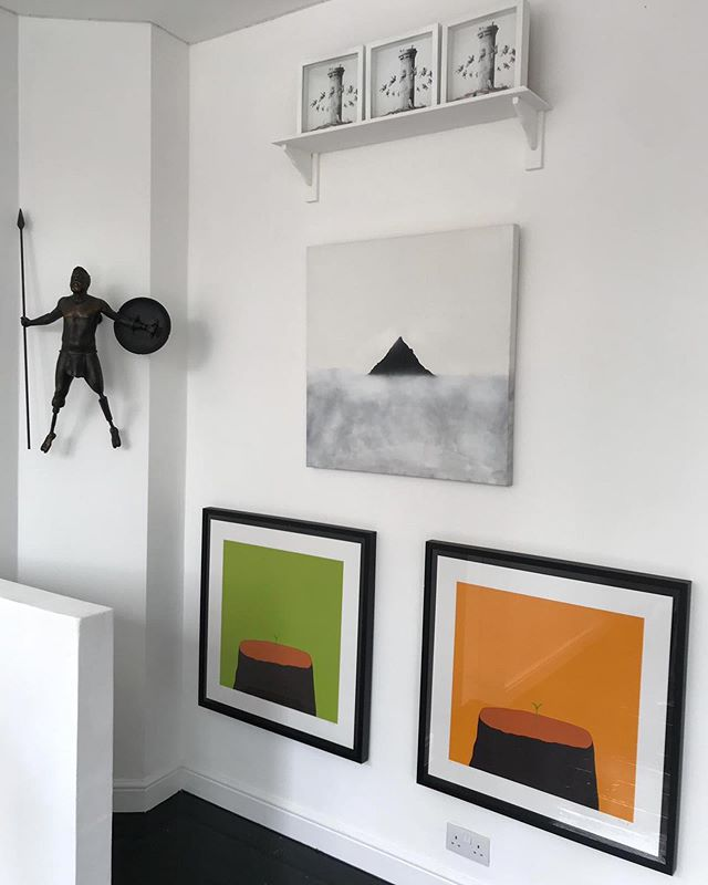 Fresh new hang including some of works as part of @thewalusogallery summer exhibition. Be sure to pay them a visit. A gallery who actually cares about artists and doesn't just seem them as £ signs 😍💚 . . . . . . . . . . . #euanroberts #euanrobertsart #painting #paint #supportlivingartists #artist #gallery #londongallery #interior #exhibition #prints #canvas #artcollector
