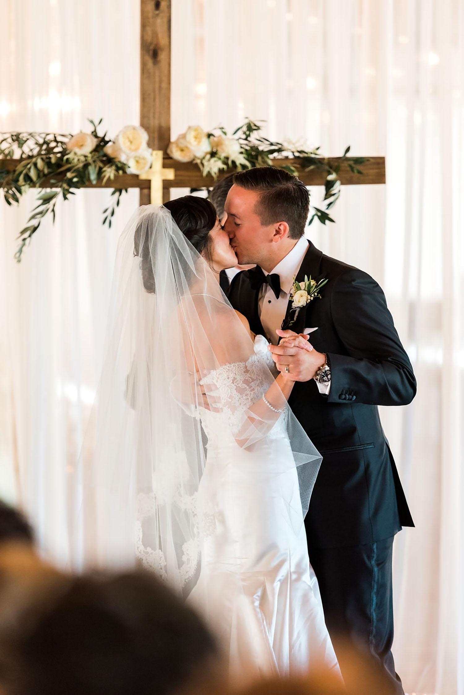 Brooke&KyleWedding_RusticWhite303.jpg