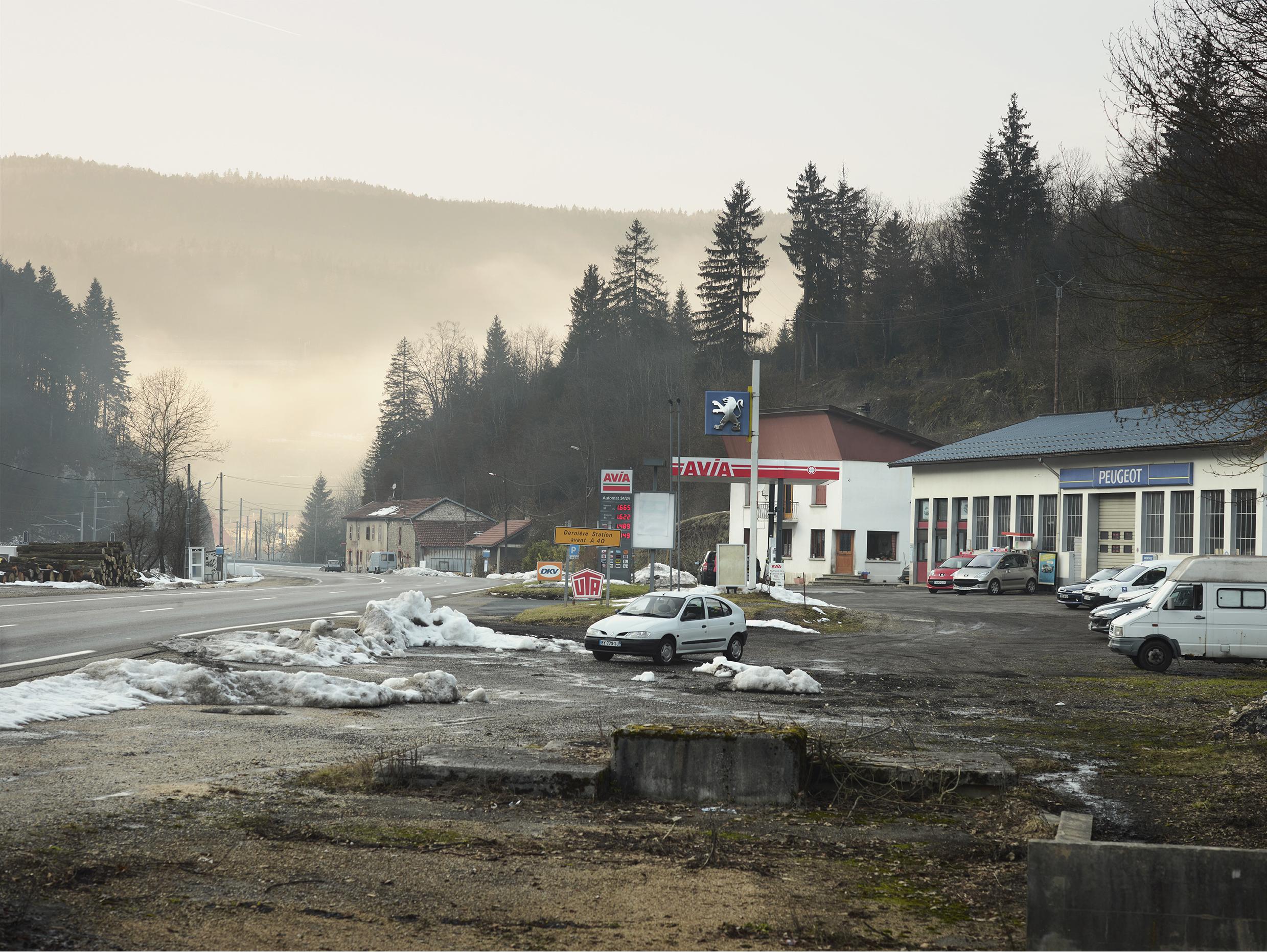 Dernière station avant l'autoroute. D1084, Le Burlandier.