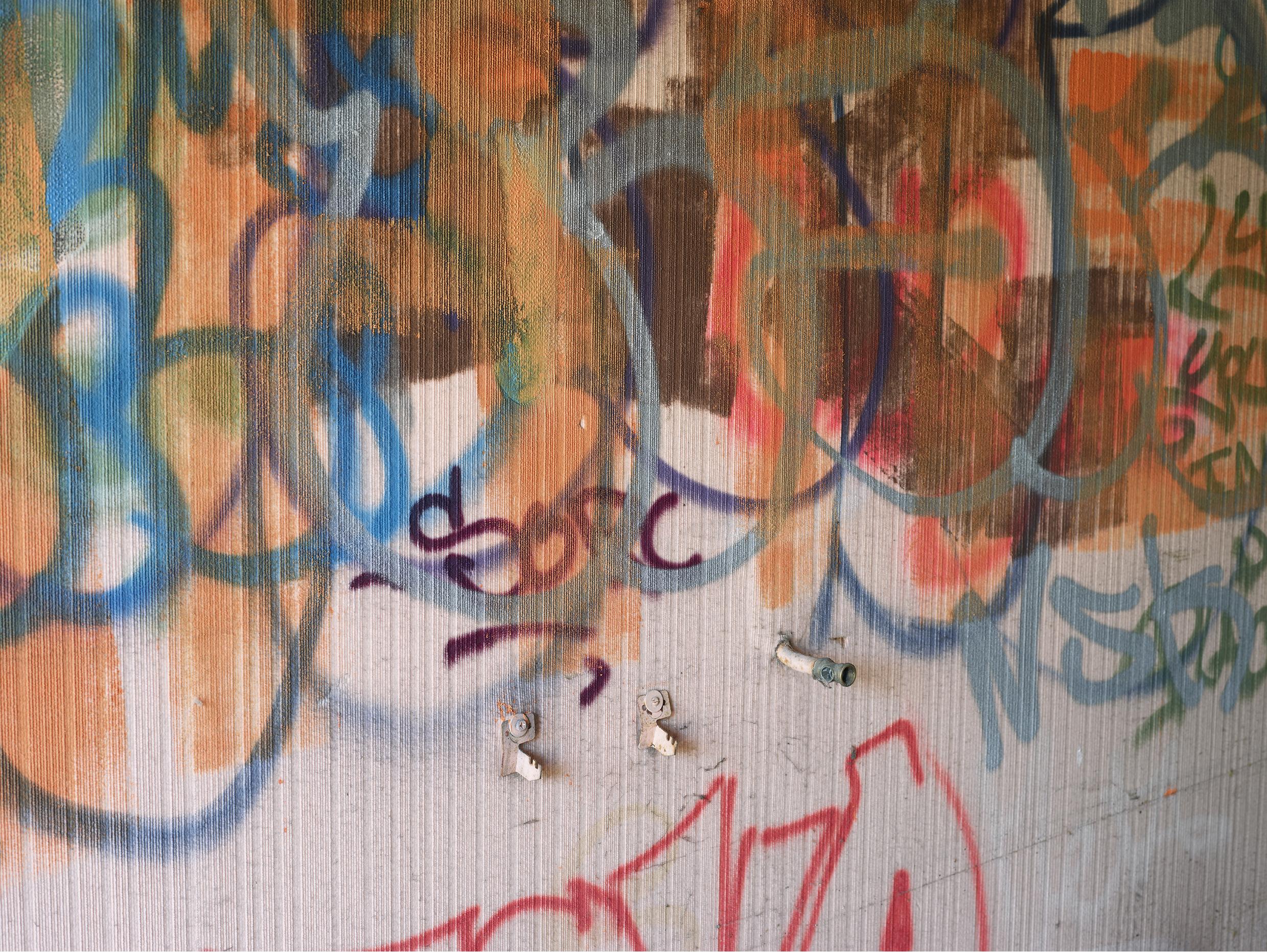 Graffitis. Chemin de la Planche brulée, Ferney-Voltaire.