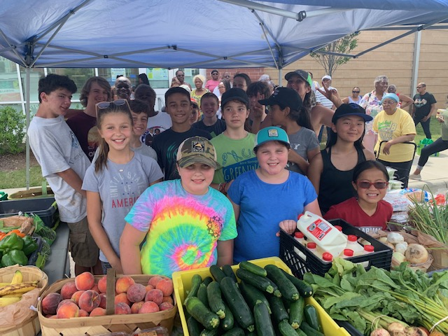 Palisades Episcopal School came out and spent the morning on the farm, and the afternoon serving at a mobile market!