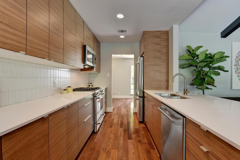 6910 Drexel Dr-large-027-17-Kitchen-1500x1000-72dpi.jpg
