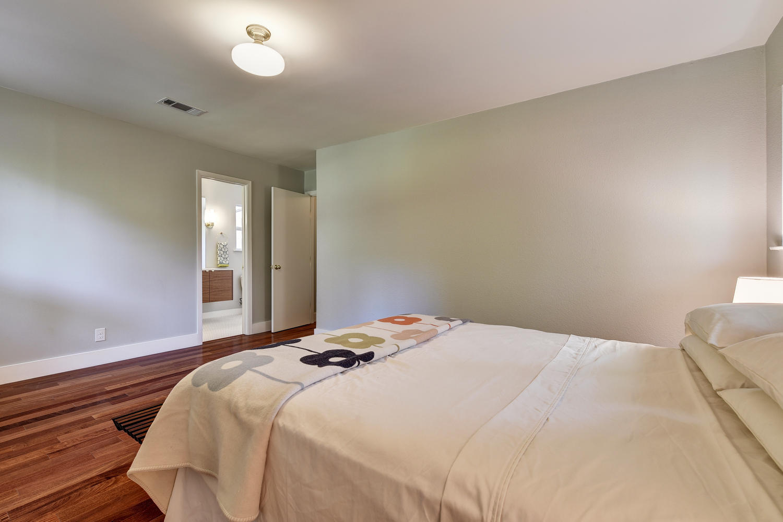 6910 Drexel Dr-large-032-30-Master Bedroom-1500x1000-72dpi.jpg