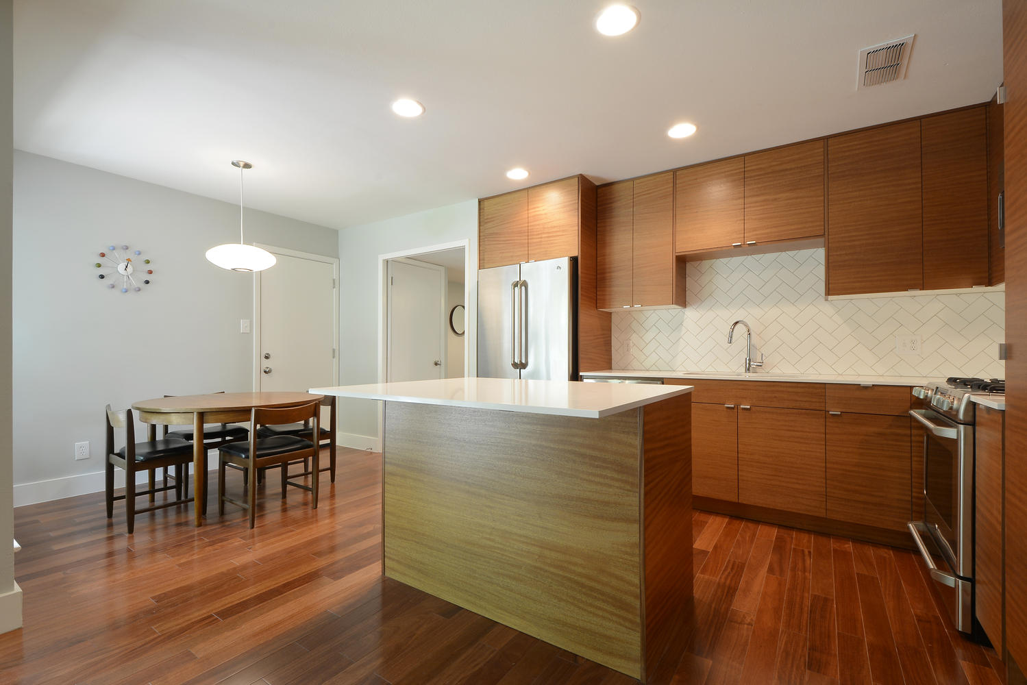 6704 Kings Point West-large-010-Kitchen and Breakfast 362-1499x1000-72dpi.jpg