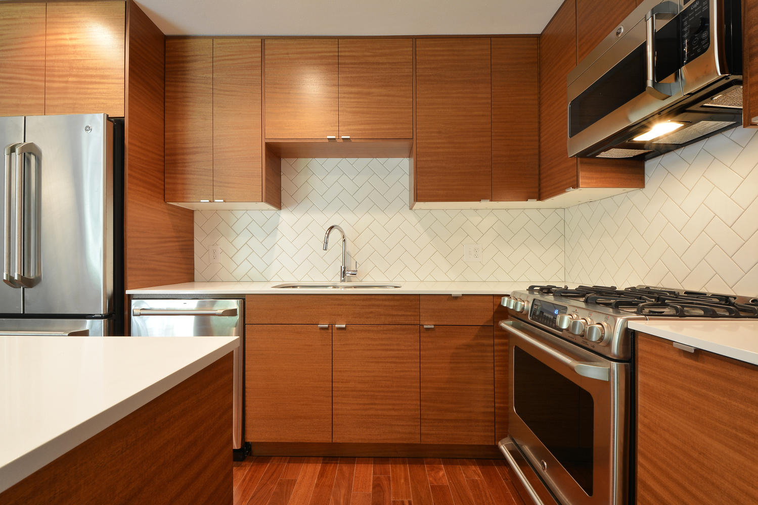 6704 Kings Point West-large-015-Kitchen and Breakfast 371-1499x1000-72dpi.jpg