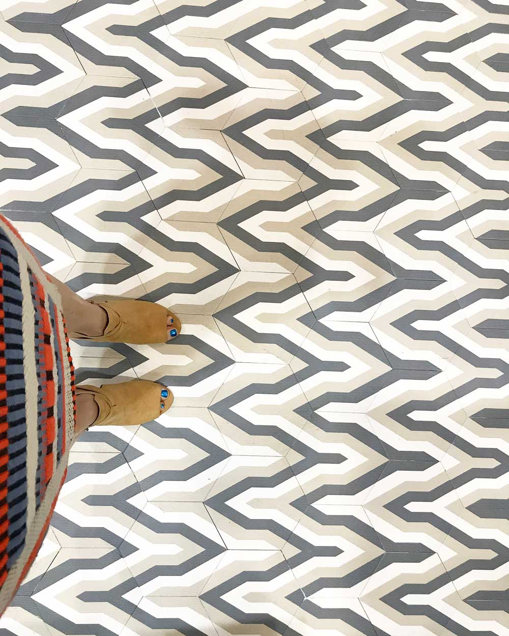 Vega_Floor_Feet.jpg