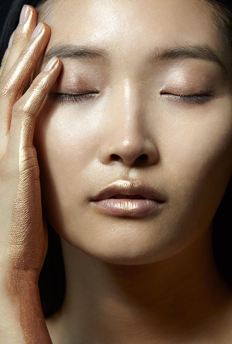 PHOTOGRAPHER: ADRIANNA FAVARO FOR BEAUTYSCENE.COM; HAIR AND MAKEUP BY ANANDA KHAN