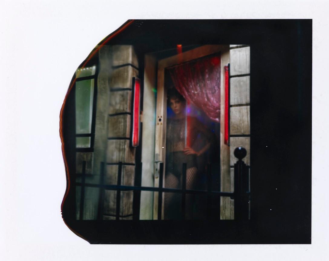 """""""CHEZ SUZY (STUDY I),"""" 2016 BY MILES ALDRIDGE, COURTESY STEVEN KASHER GALLERY, NEW YORK"""