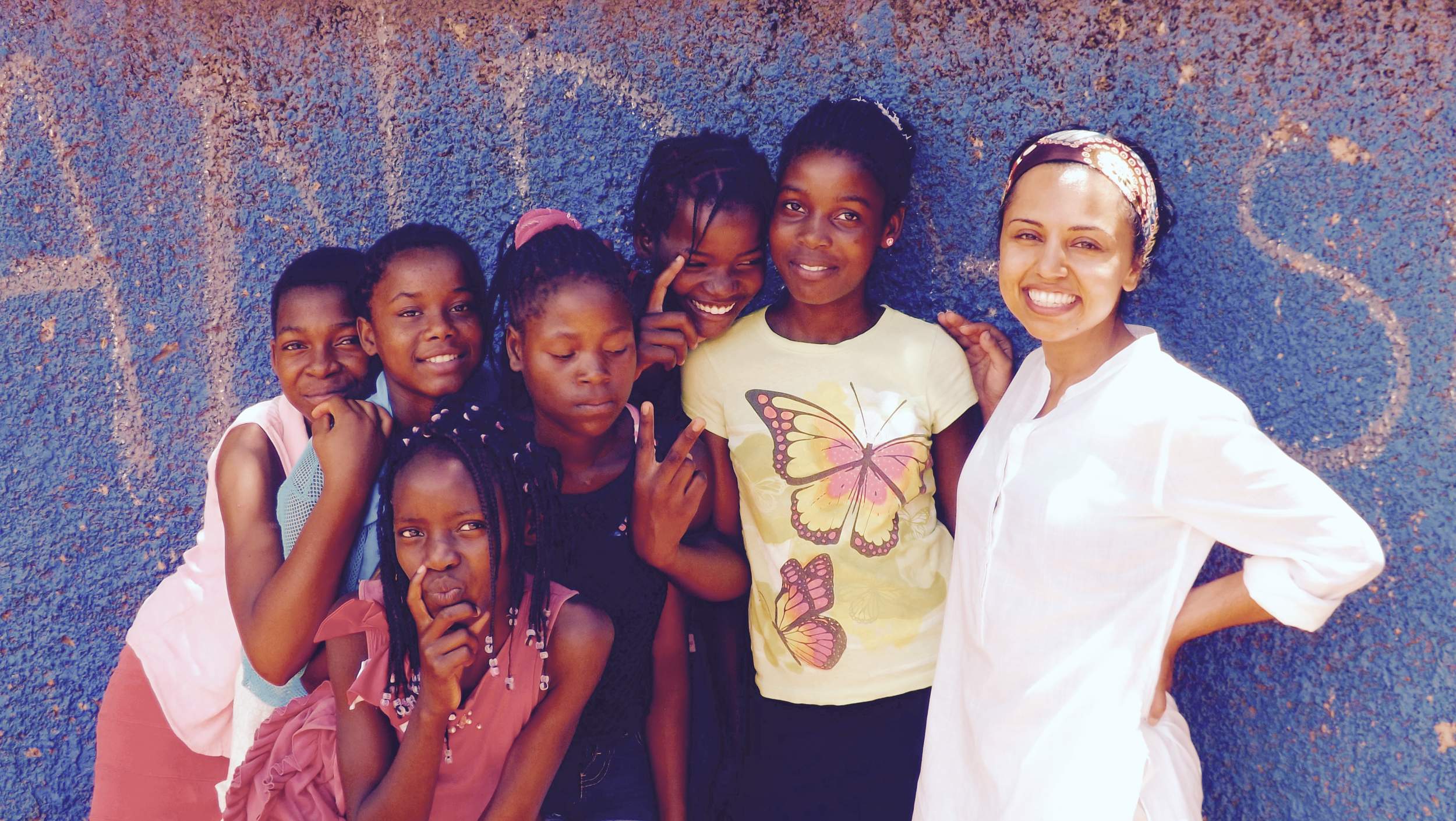 THE FIRST GROUP OF FUTURESPARK SCHOLARS WITH FUTURESPARK FOUNDER, ANITA JOSHI, IN MAFALALA, MOZAMBIQUE.
